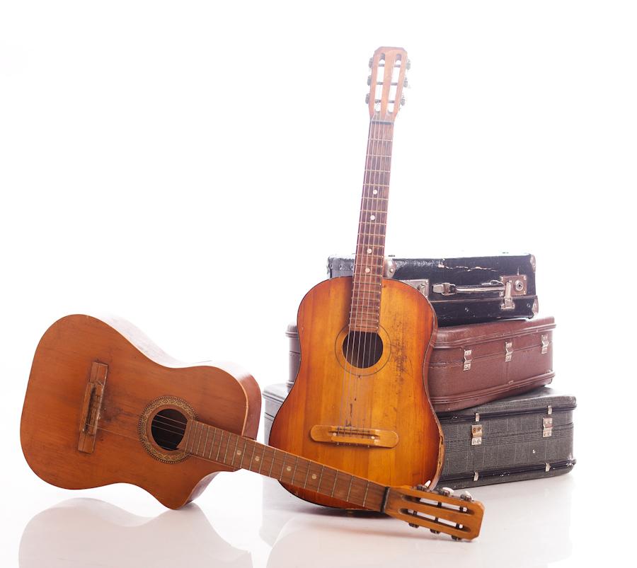 Чемоданы + 2 гитары.